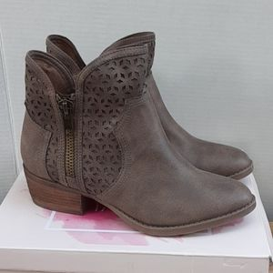 Not Raded ankle boots